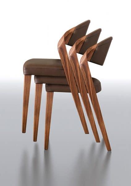 Silla de diseño producción austriaca nogal y cuero empilable